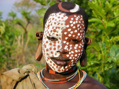 Garcon de la tribu Surma dans le parc national de l'Omo, Ethiopie