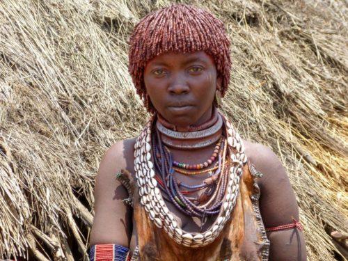 Jeune femme de la tribu Hamer, vallée de l'Omo, Éthiopie
