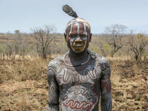 Homme de la tribu Mursi dans la vallée de l'Omo, Éthiopie