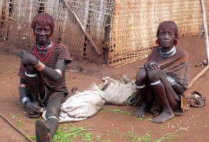 2 vieilles dames de la tribu Hamer, Ethiopie du Sud