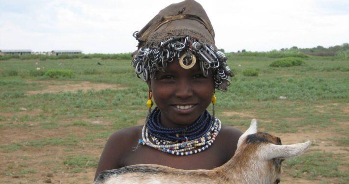 Fillette Dassanetch , tribu Galeb, vallée de l'Omo, Ethiopie