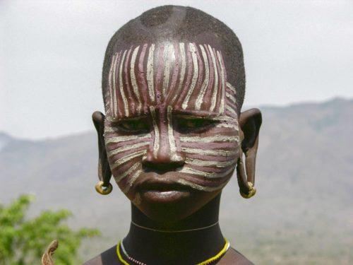 Femme de la tribu Surma dans le parc national de l'Omo, Ethiopie